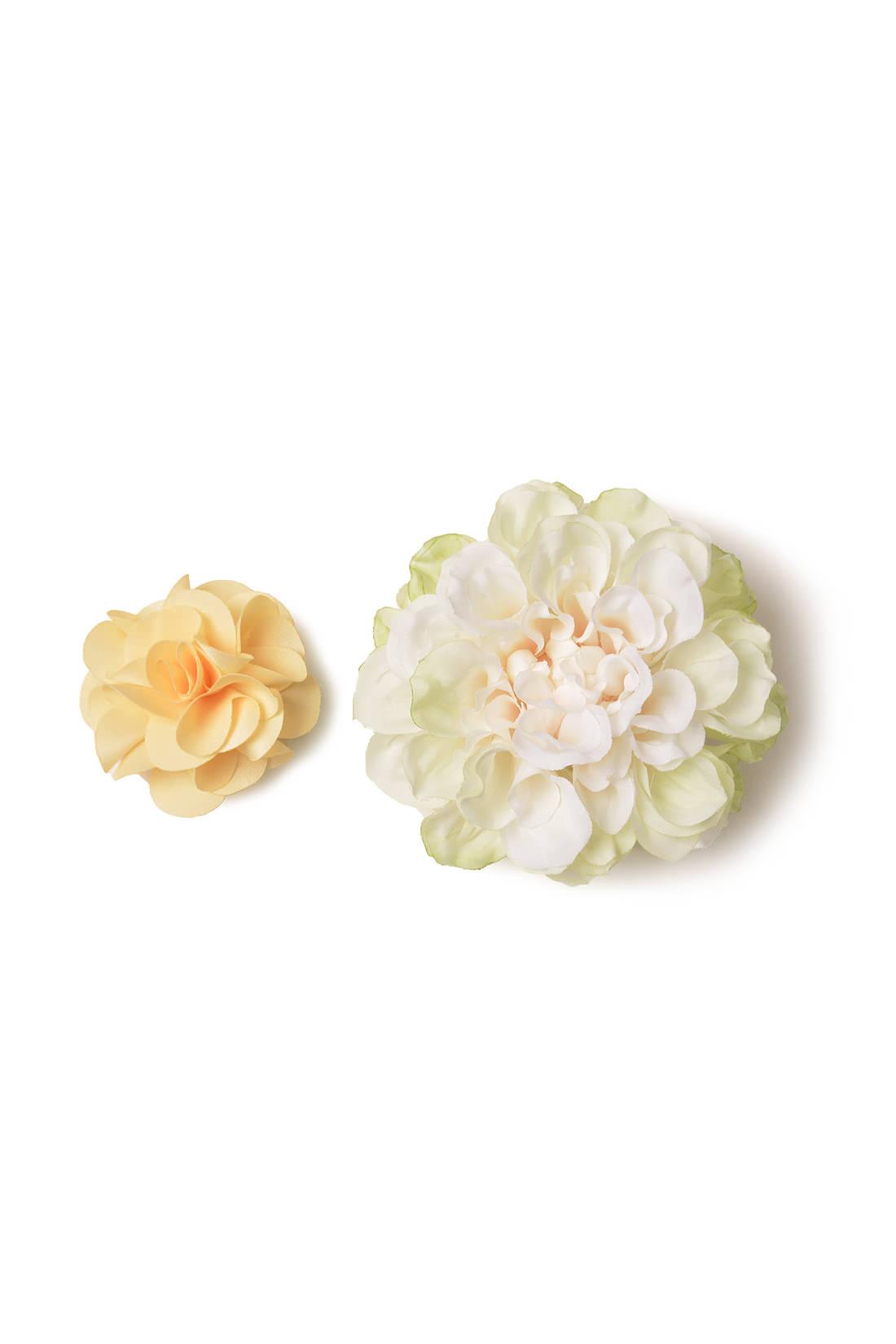 雰囲気の違うお花を2個セットにしてお届け。