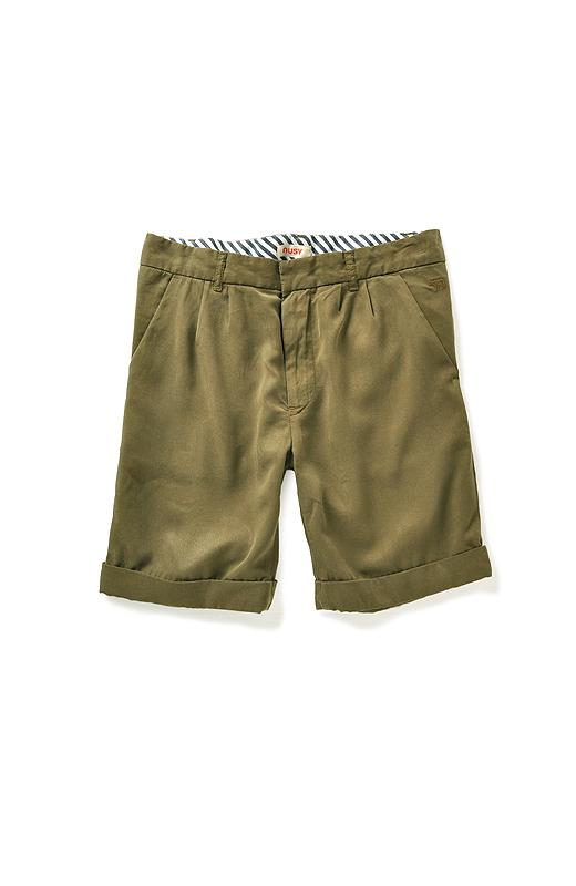 ポケットのわきにちょこんとさりげなく、同色のヒツジ刺しゅうのワンポイント。