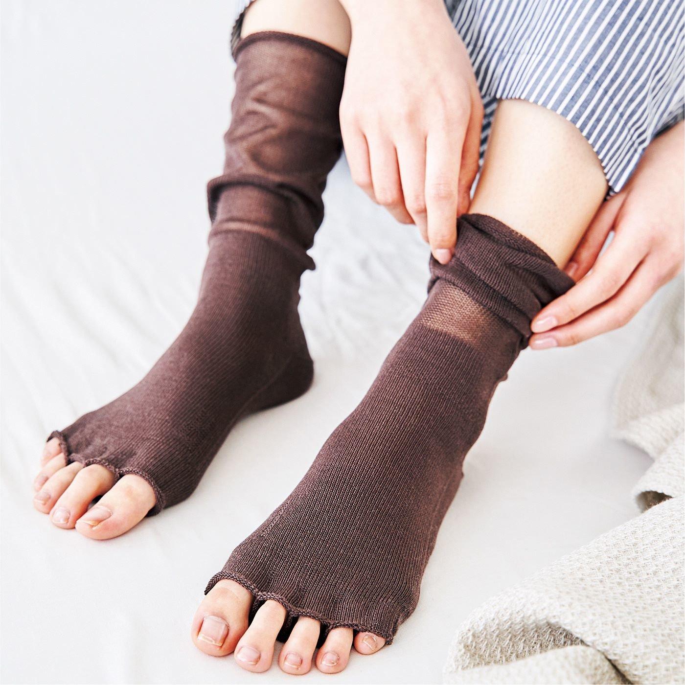 冷えないからだ計画 足の形にフィットする シルクで包み込む おやすみ5本指靴下の会