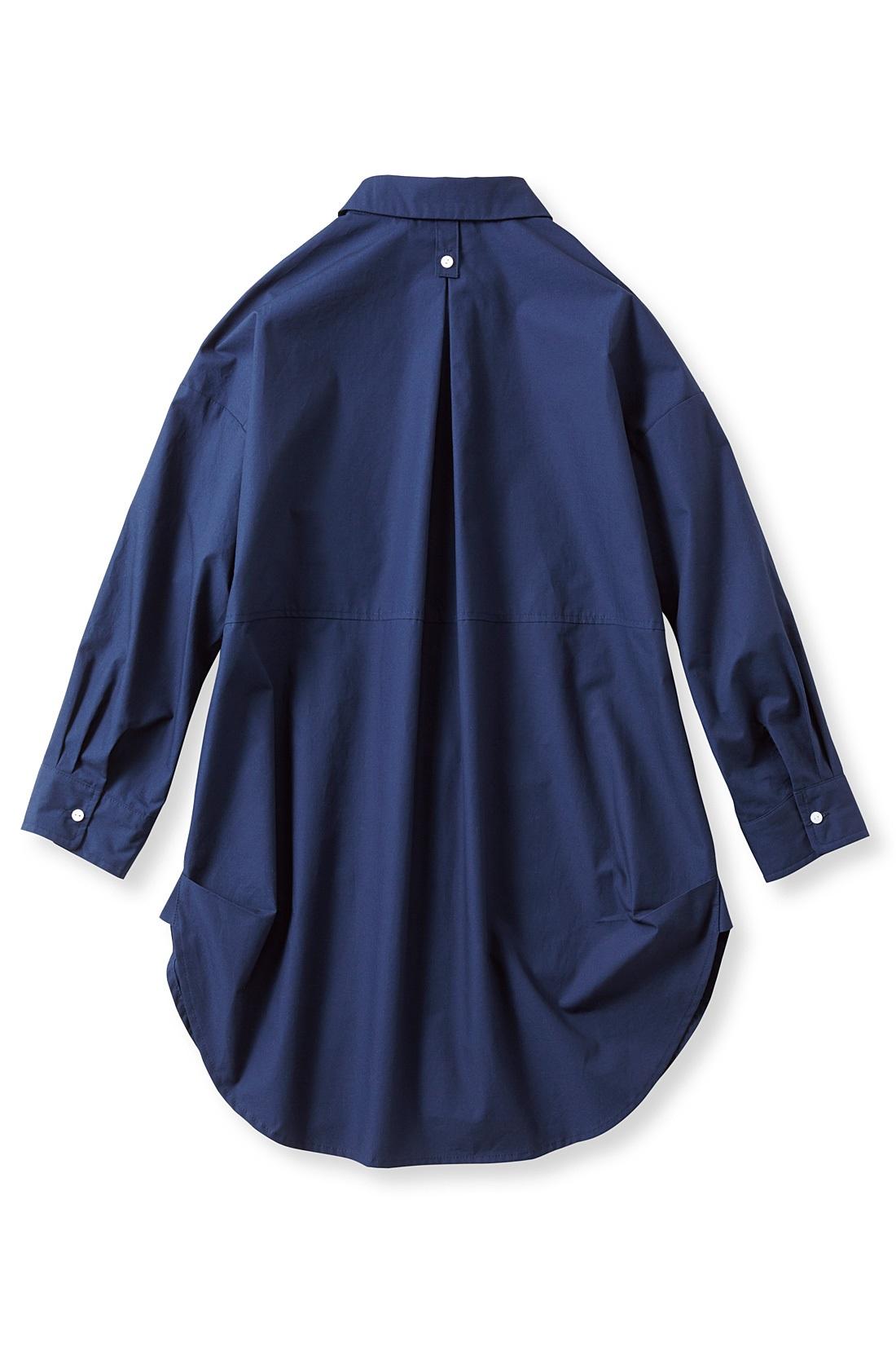 袖はターンアップできるボタン付き。 ※お届けするカラーとは異なります。