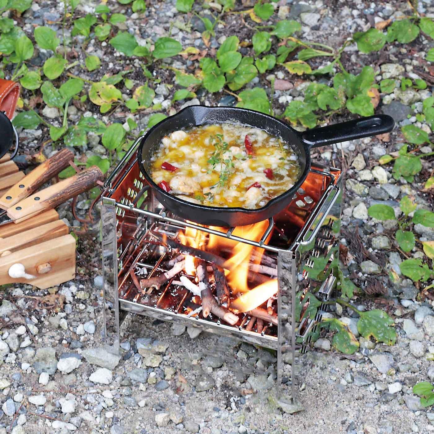 ソロキャンプにもおすすめ! 小スペースで煮炊きや焼き物もできるスマートグリル〈B6型〉