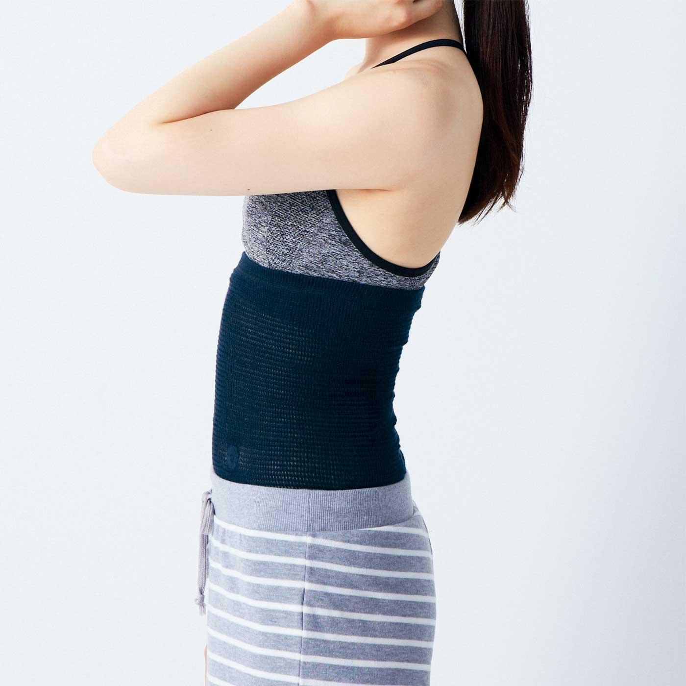 下腹部まですっぽり包み込む安心の丈感。