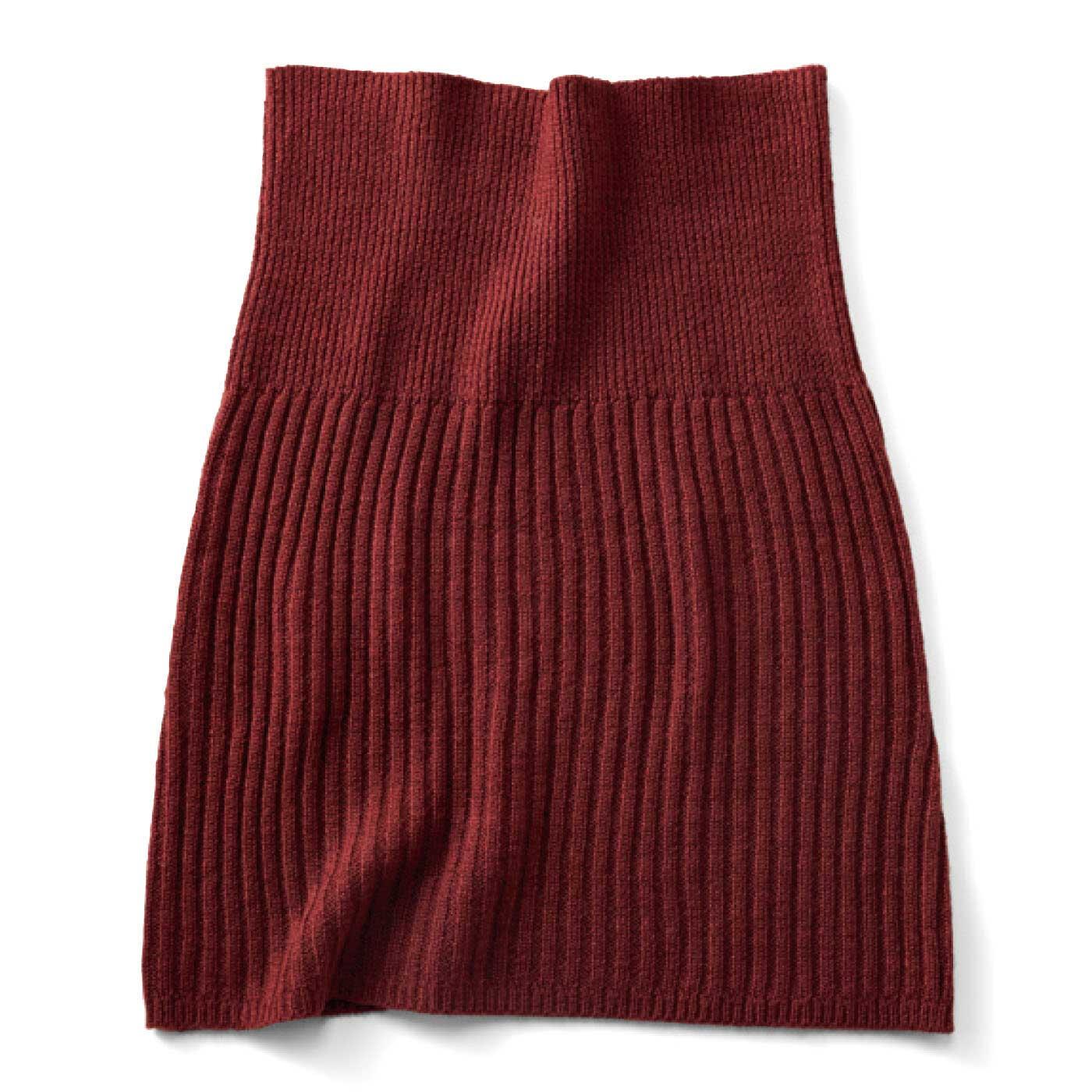 後ろは全面リブ編みですっきり。