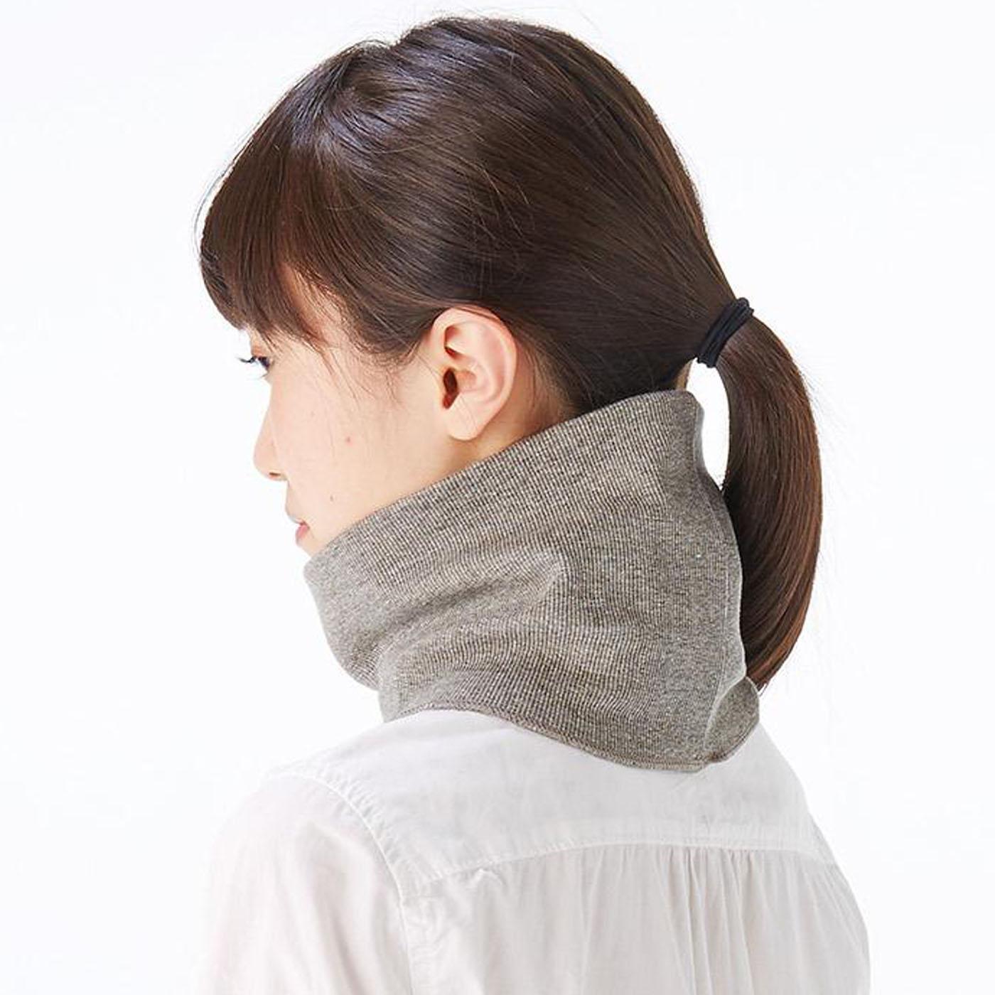 首の後ろ部分に真綿パッド内蔵であたたか。