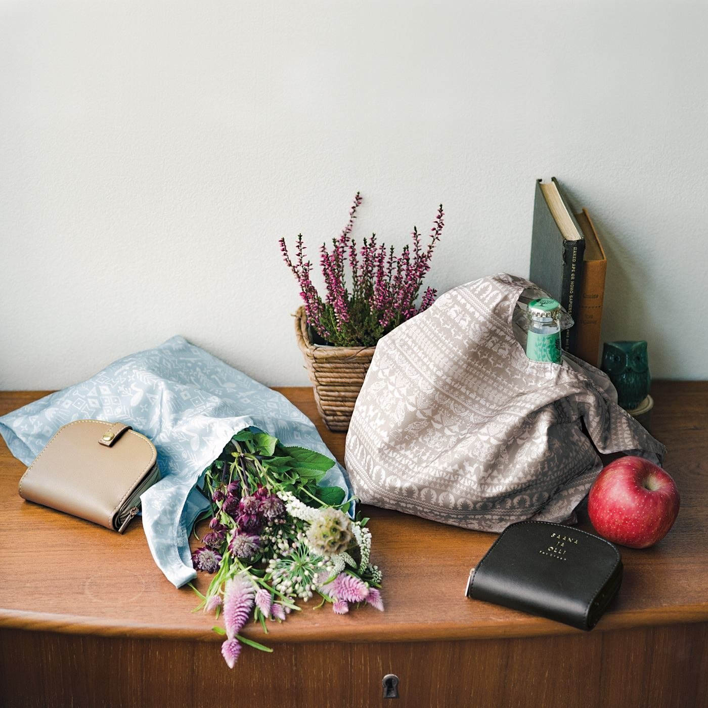 SAANA JA OLLI サーナ ヤ オッリ ミニエコバッグと収納ポケット付きの二つ折り財布の会