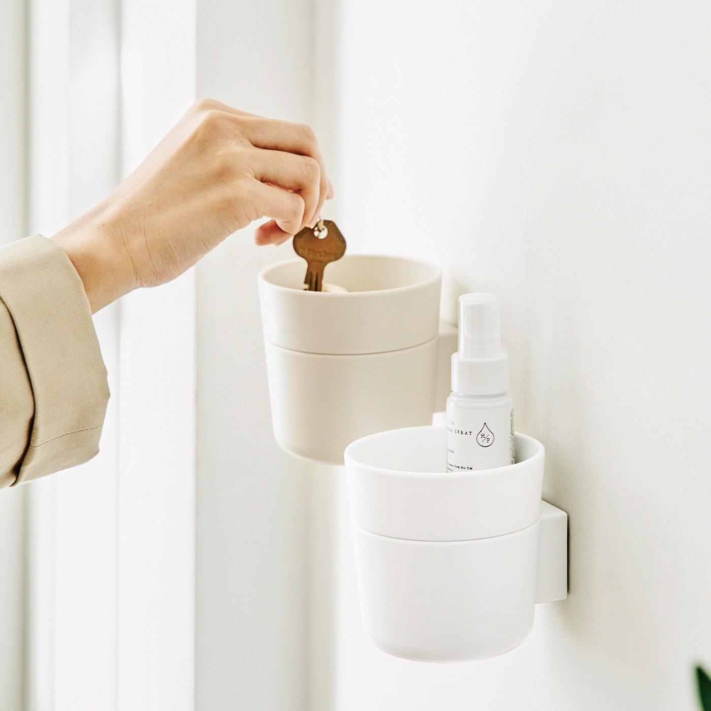 壁に簡単取り付け 小物を浮かせて収納できる2段ポットの会
