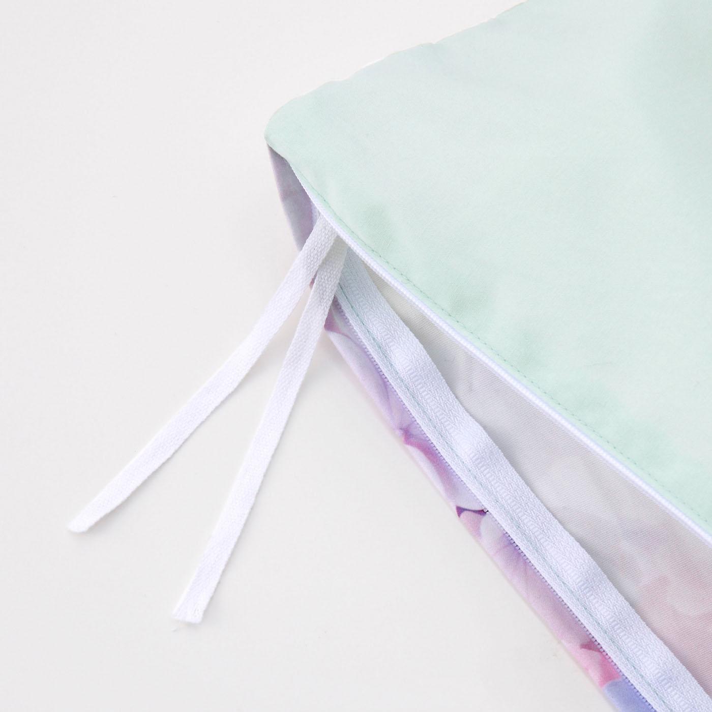 内側に布団を固定するひもがあります。