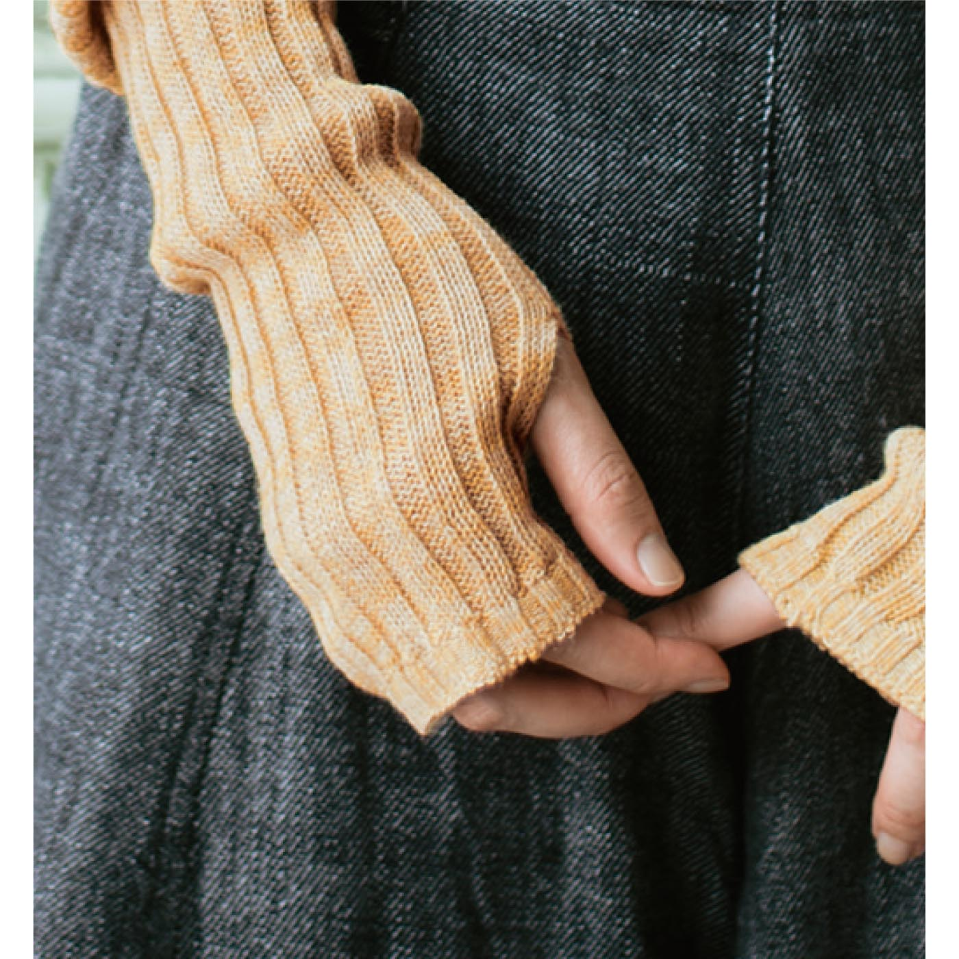 親指ホール付きで、手の甲までしっかりカバー。
