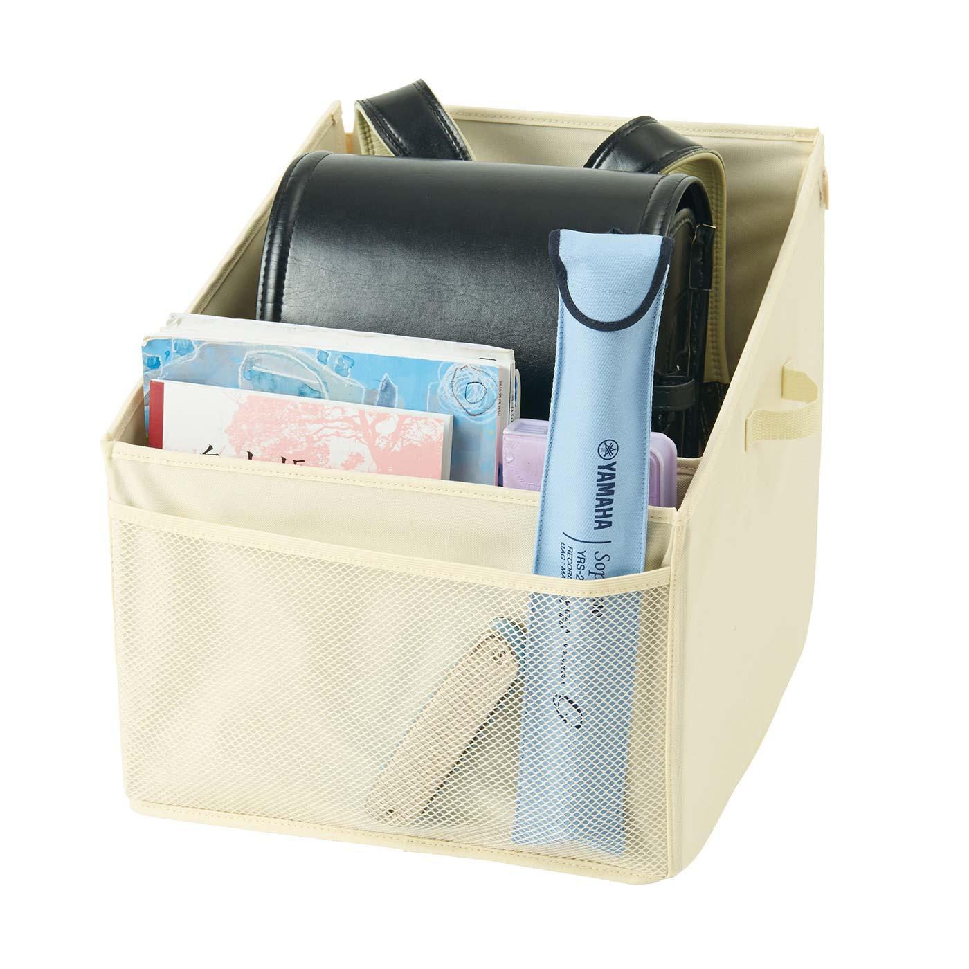 仕切りとメッシュポケットには教科書なども収納できるから、準備もスムーズ。