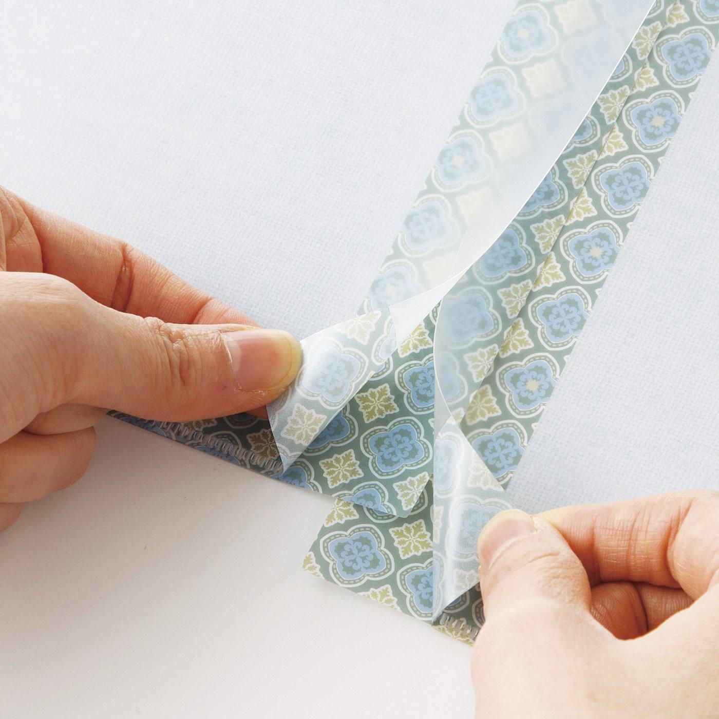 スリットが入っているので2枚をひとつにつなげられ、四つ切り画用紙サイズに対応。絵を飾るのにもぴったり。