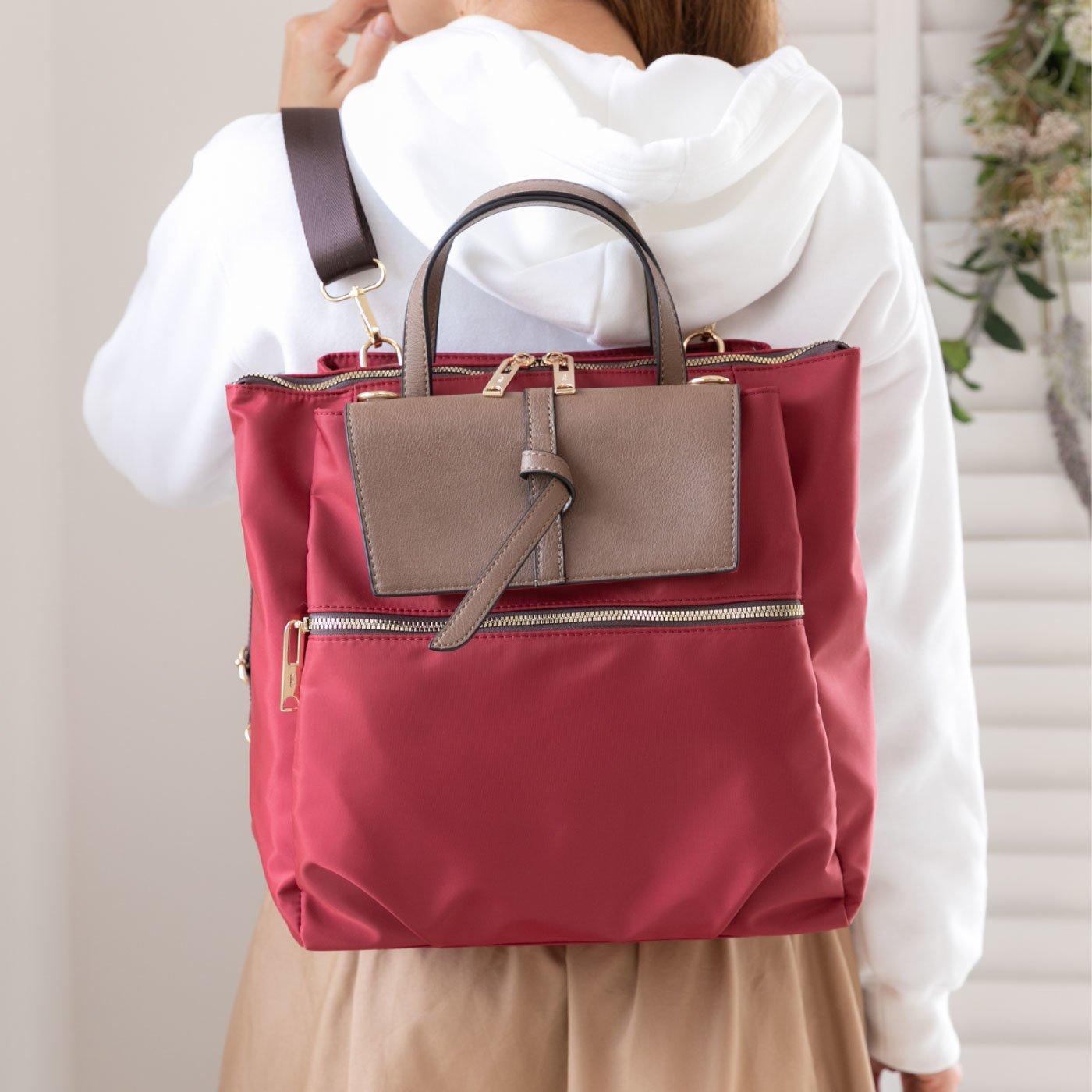 QUAY(キー) リュックと斜めがけの2WAY使いできるはっ水ナイロン×合成皮革バッグ