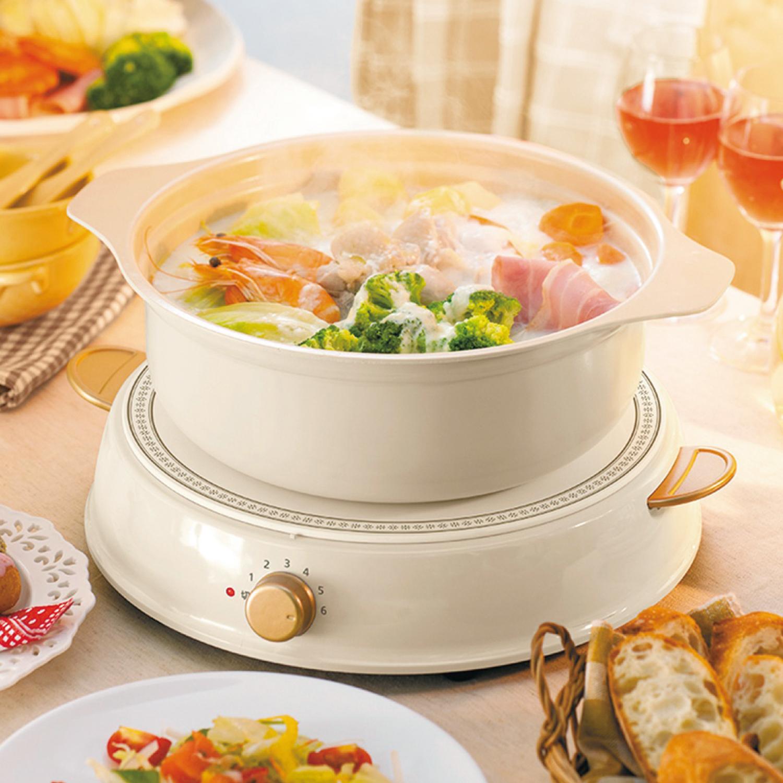 お鍋は熱伝導にすぐれたアルミニウム製。内側はセラミックコーティング。