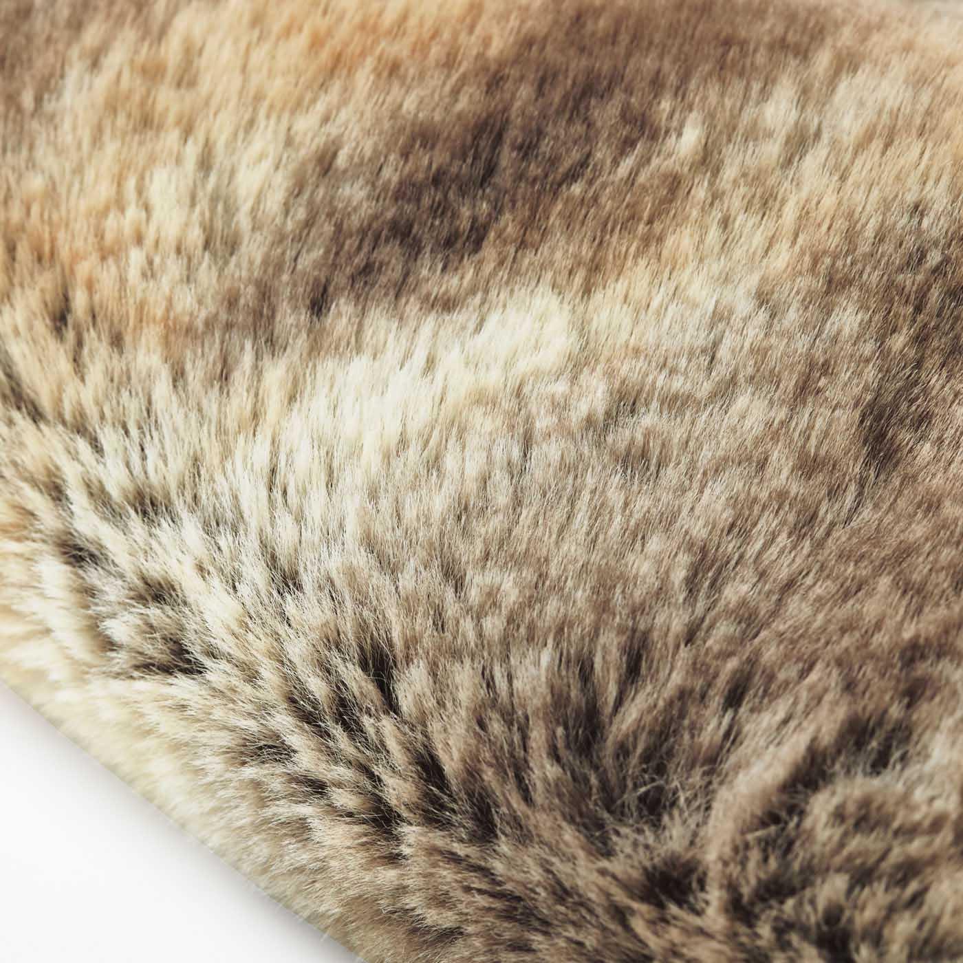 [表側]毛足の長いふわふわのフェイクファー。