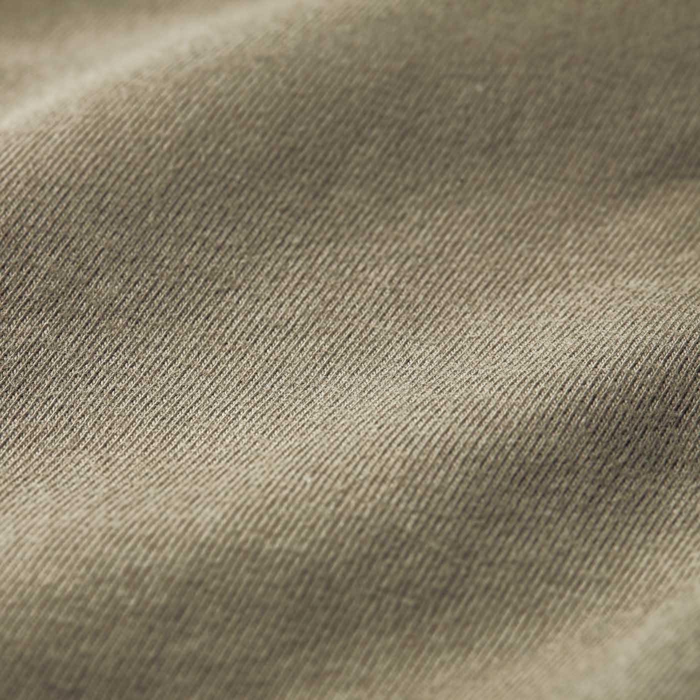 [肌側]肌に当たる部分は快適な綿100%のカットソー。