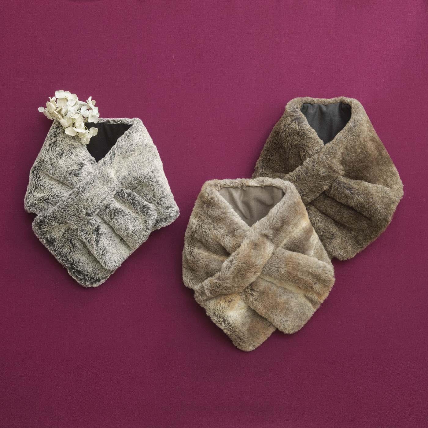 秋はニットに、冬はコートに。コーデが広がるベーシックな3色。