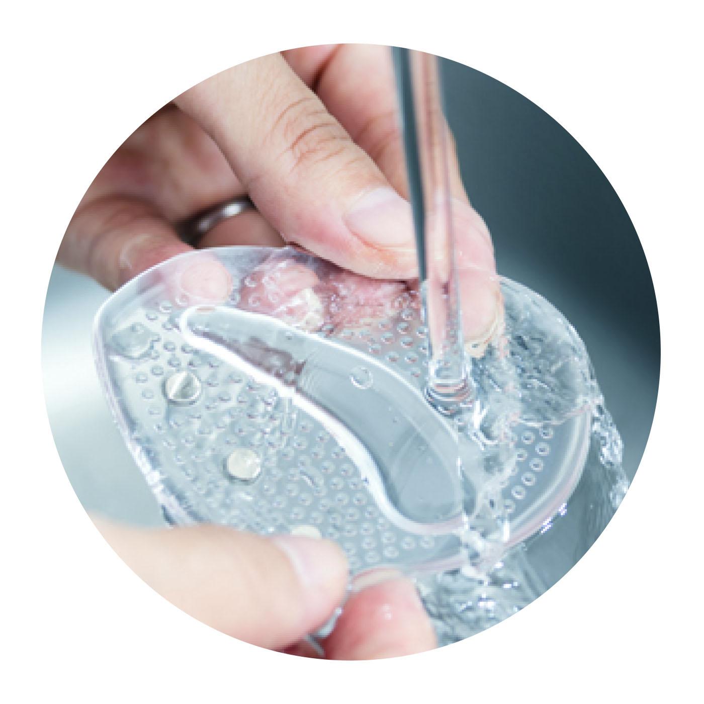 お手入れカンタン、水洗いOK! 磁石は弾力性のあるシートに埋め込まれているので水洗いもOK。