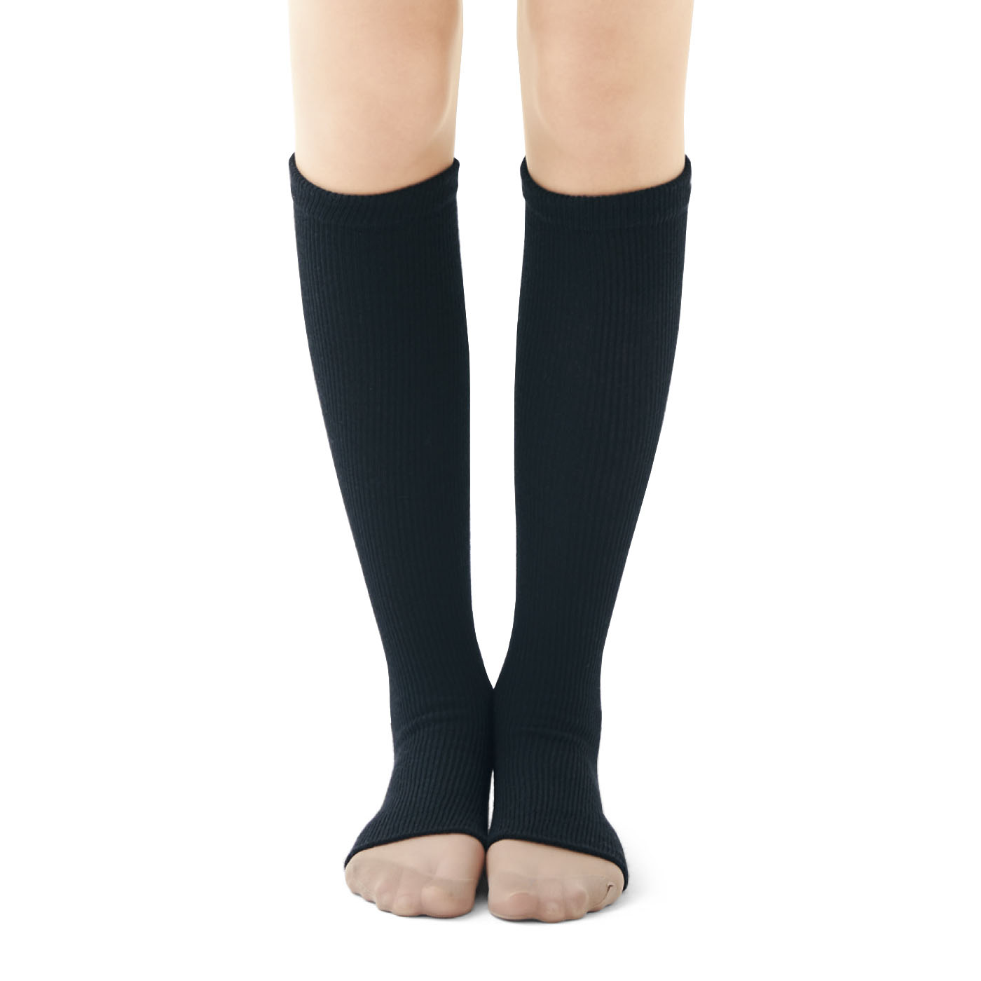 靴の中に入る部分は薄手の編み地で、いつものパンプスやローファーも窮屈感なし!