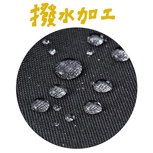 水や汚れに強いからタフに使えます。※写真は別色の〈ブラック〉です。
