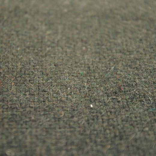 表面は上質なソファのようなウール混素材。