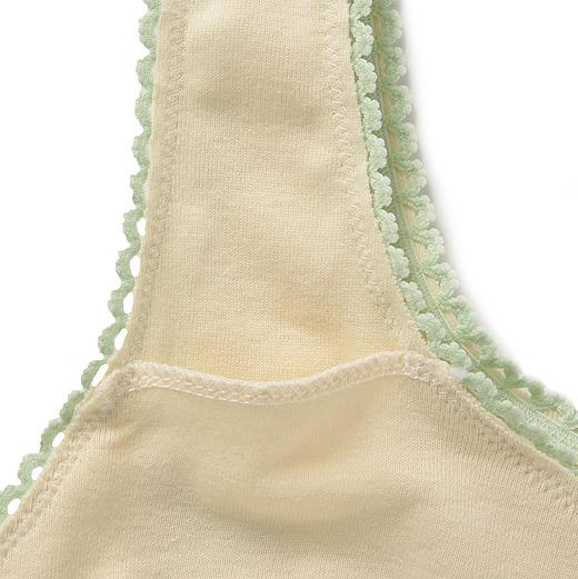 ブラの裏側には、お手持ちのブラカップを入れられるポケット付き。