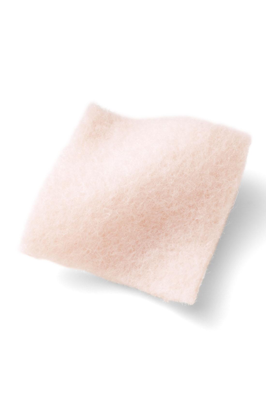 大人が着やすいペールトーンの絶妙ピンク。ふっくらやさしい、フェミニンな素材感。