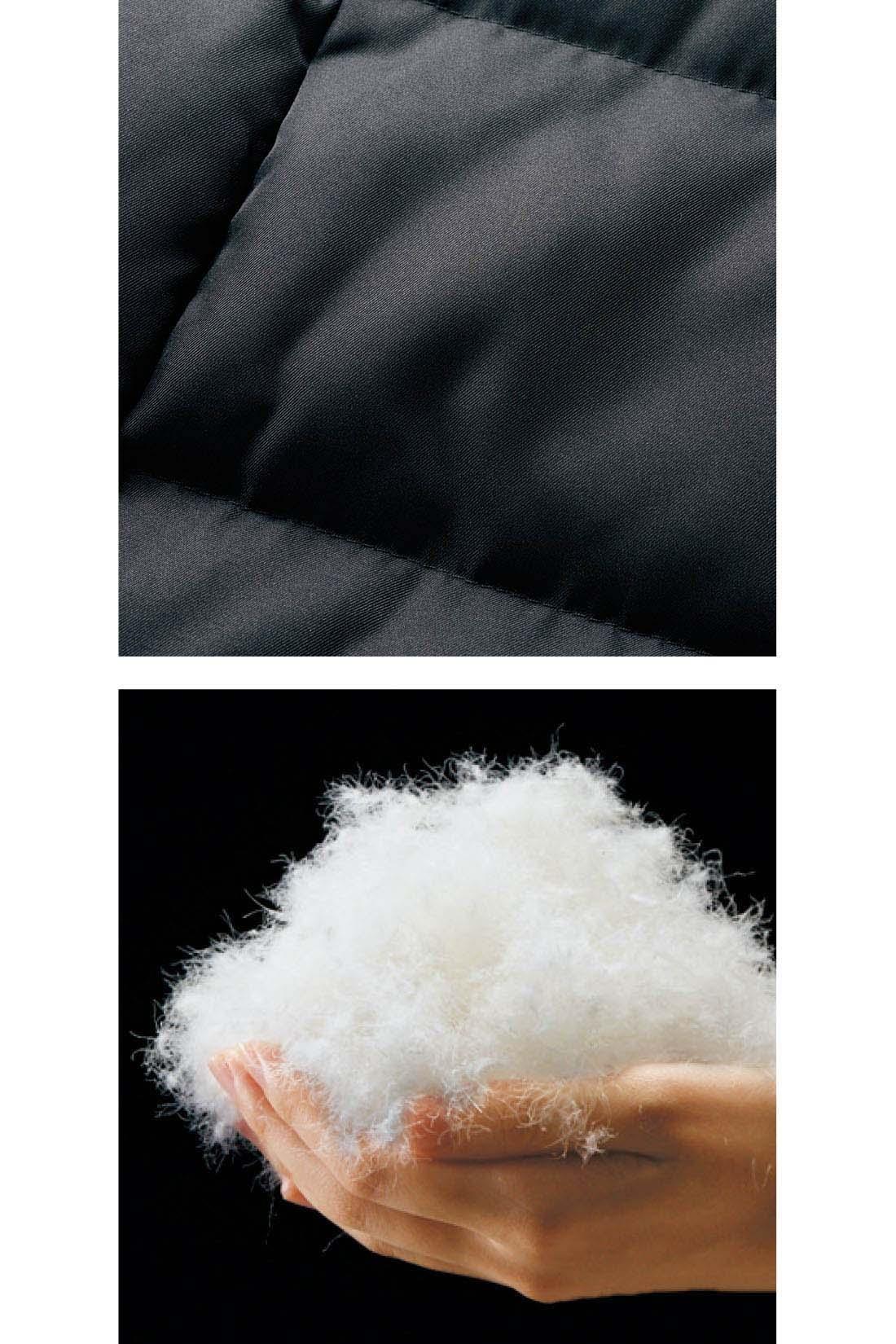上品な光沢感がきれいな素材感。ダウン90%・フェザー10%で軽くて暖か。
