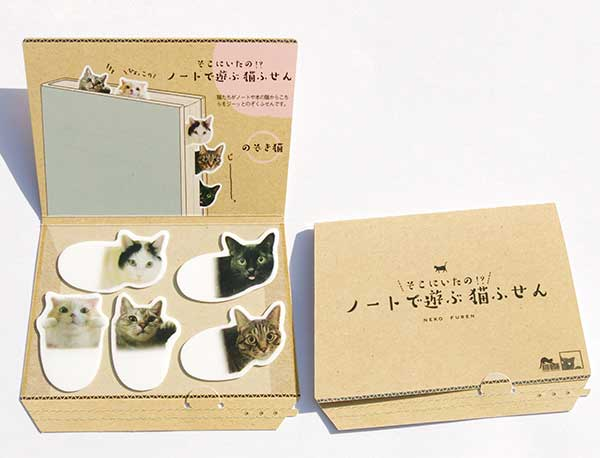 ふせんの台紙は猫さんが大好きな段ボール箱デザイン。