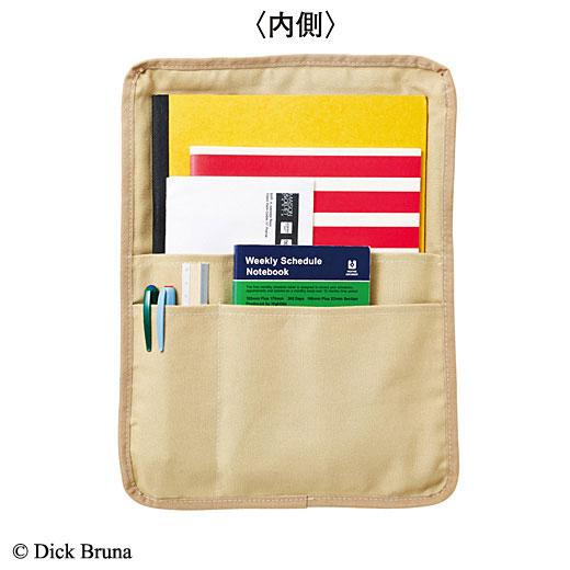 大きいポケット+小分けポケットで、A4書類やペン、文庫本など雑多なバッグの中身もすっきり。