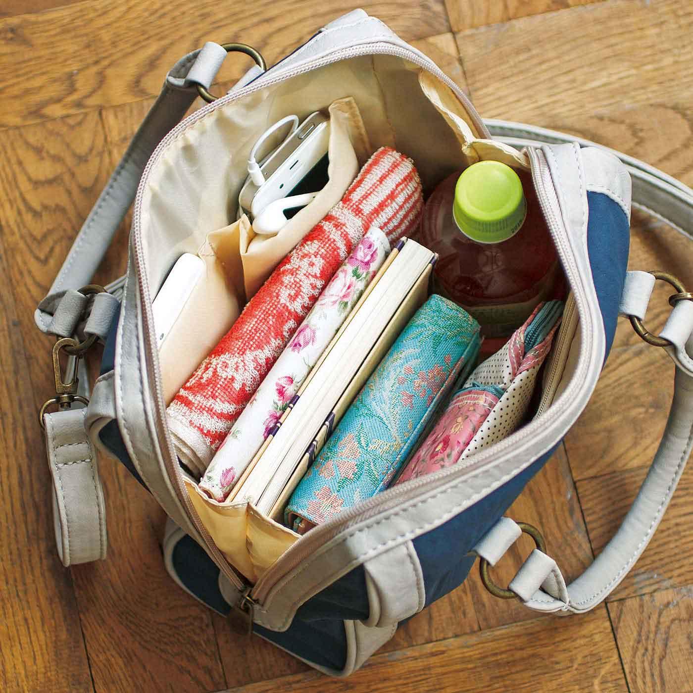 お出かけの必需品をきちんと収納。大・小3つの内ポケット付き。