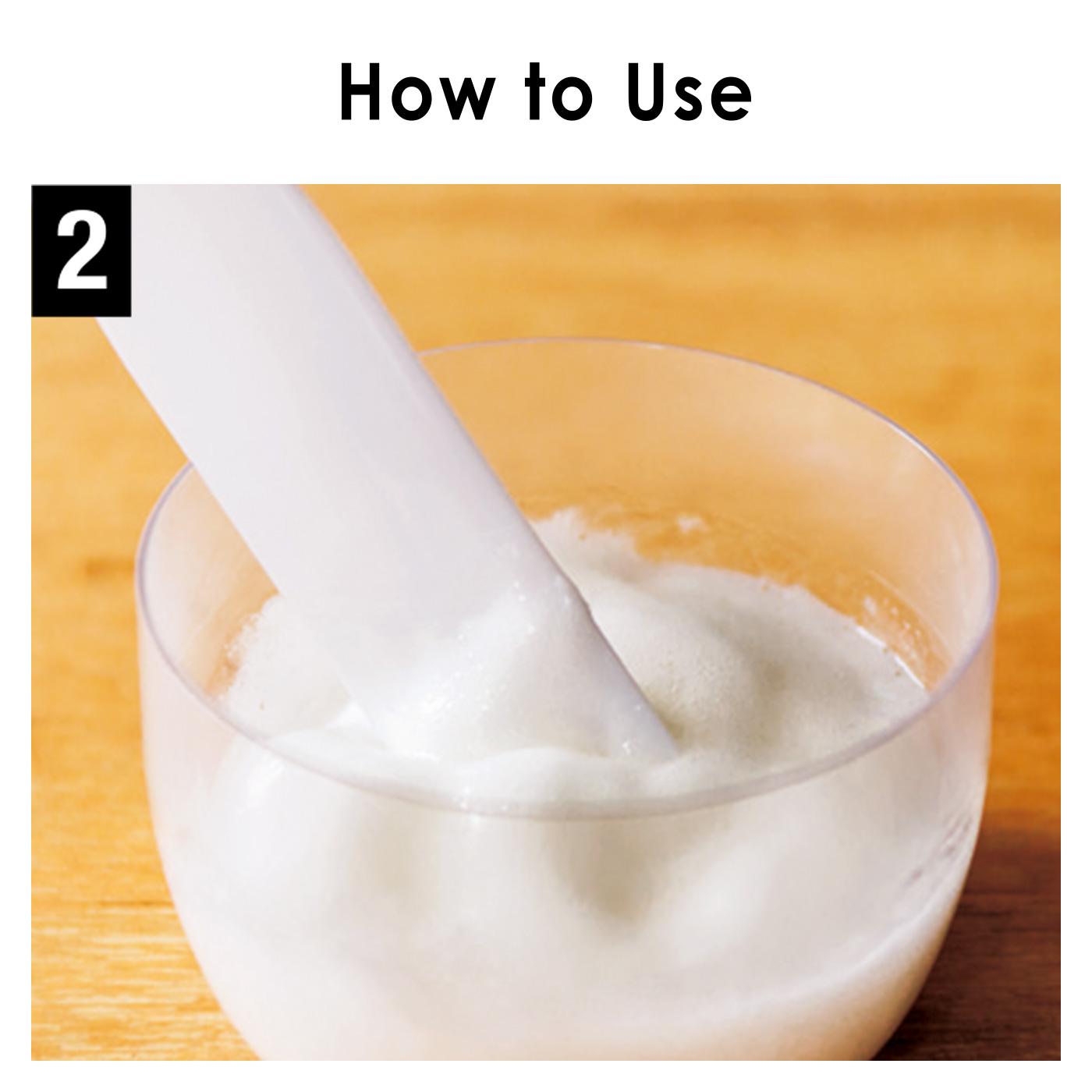 スパチュラで、1分間混ぜます。炭酸がジェルになじんでキメ細かくなったらOK。