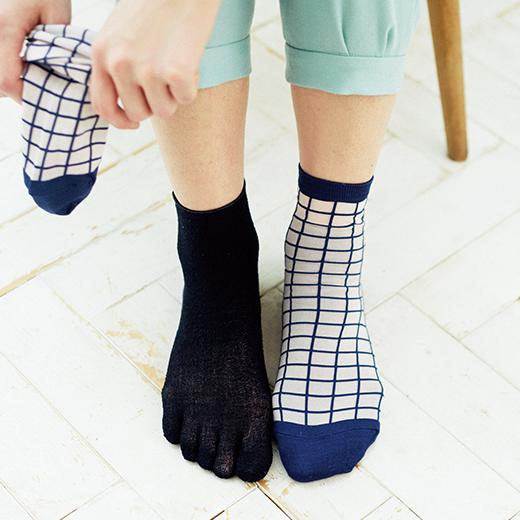 お手持ちの靴下の下に重ねばきするのもおすすめ。