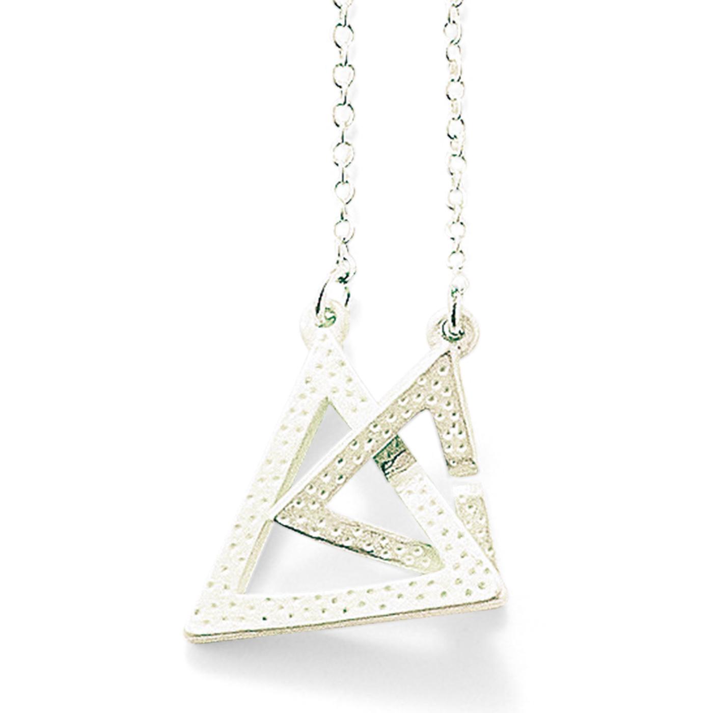 triangle モチーフ同士を知恵の輪のようにつなぐ留め具です。