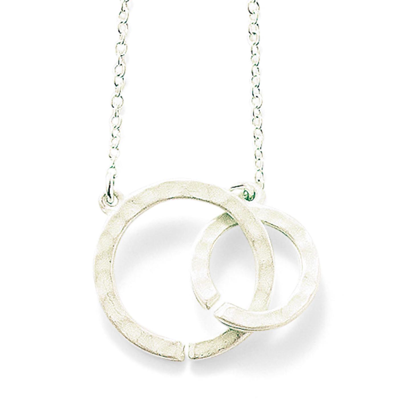 circle モチーフ同士を知恵の輪のようにつなぐ留め具です。