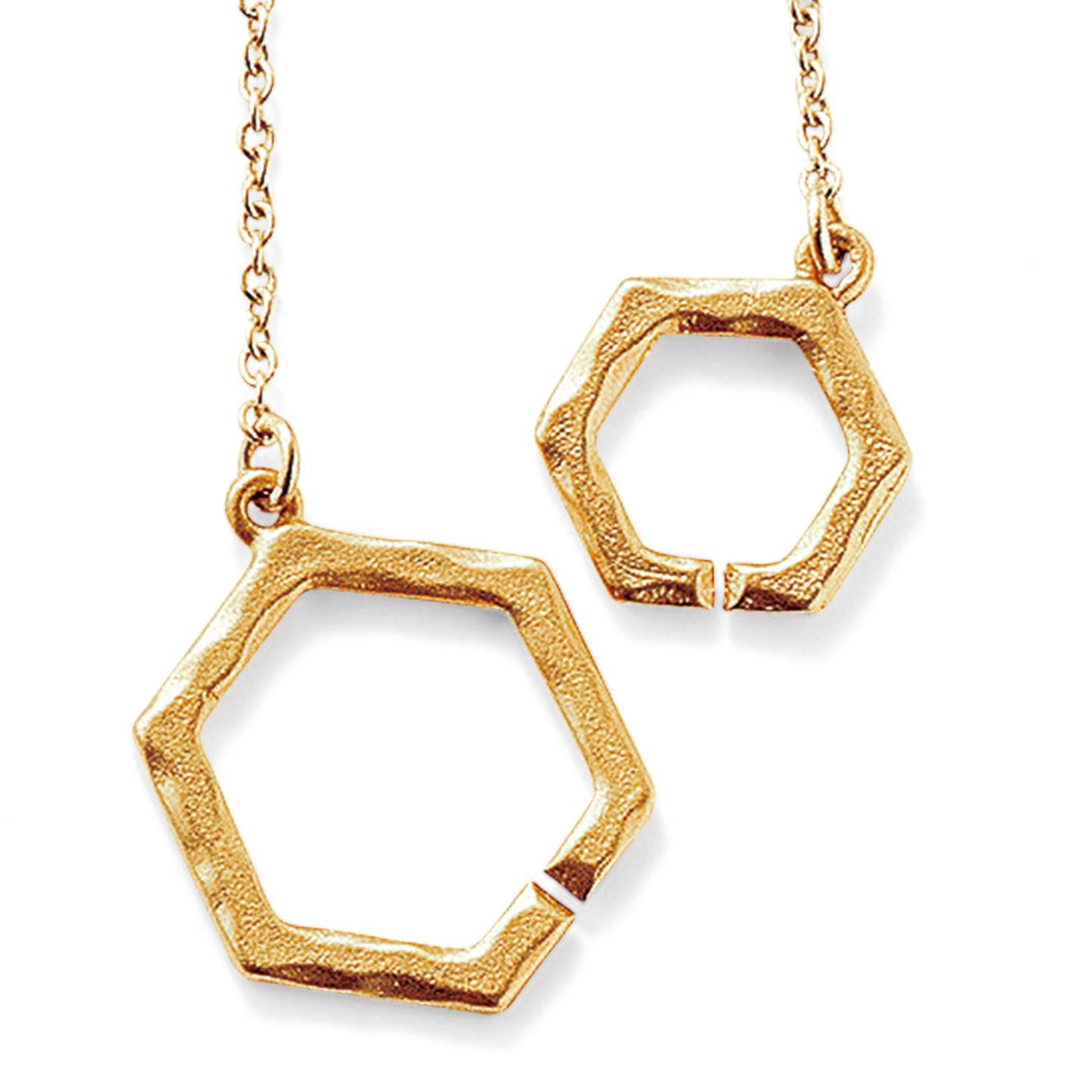 hexagon モチーフ同士を知恵の輪のようにつなぐ留め具です。