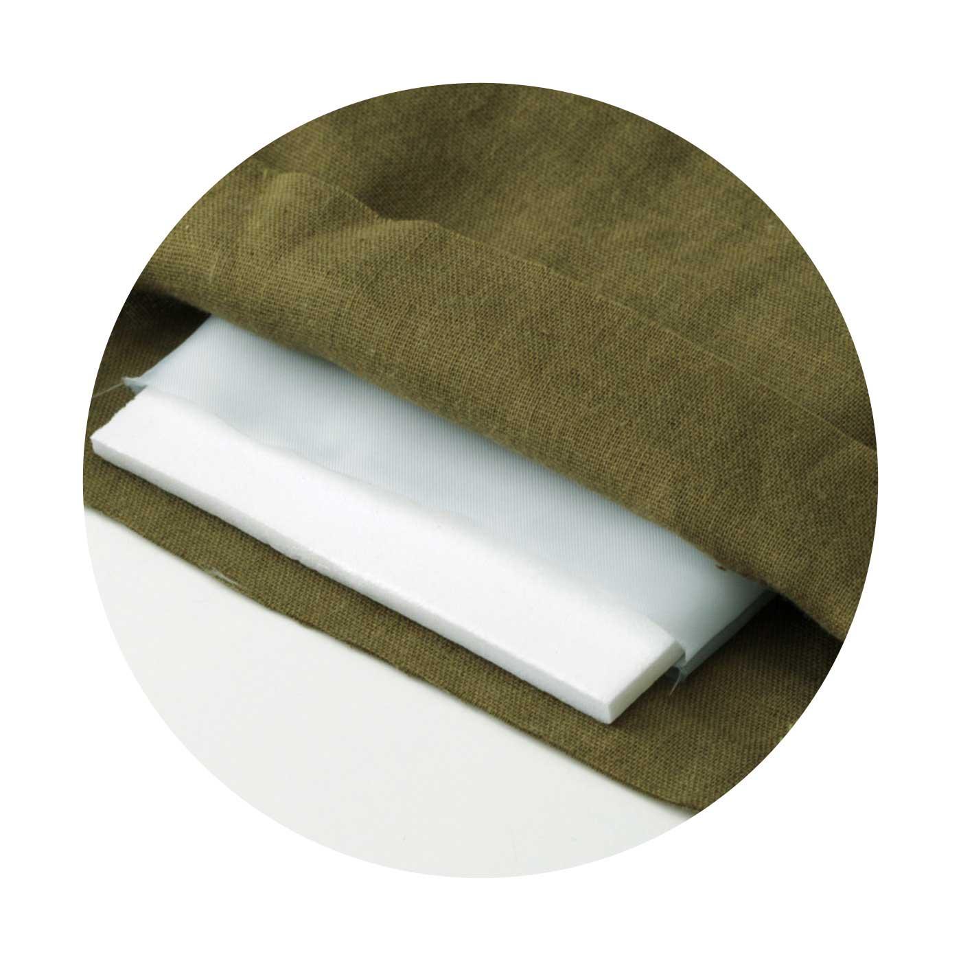 板状のウレタンしん材をガーゼ素材で包んでいます。