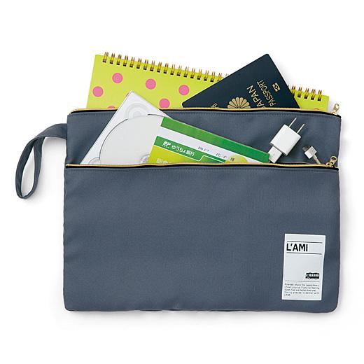 預金通帳やパスポート、思い出の写真データなど大切なものを入れて。