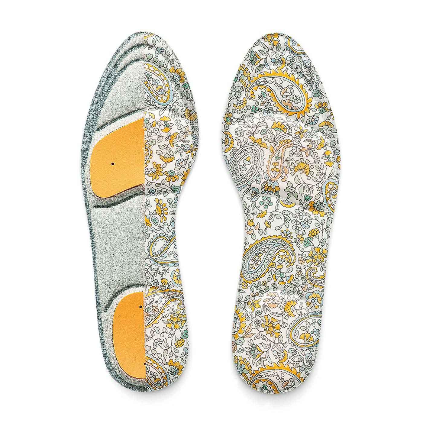 体重のかかる足指の付け根部分&かかとに衝撃吸収クッションをイン。足の付け根部分には前滑りを防ぐシリコーンの滑り止め付き。靴のサイズに合わせてカットできます。