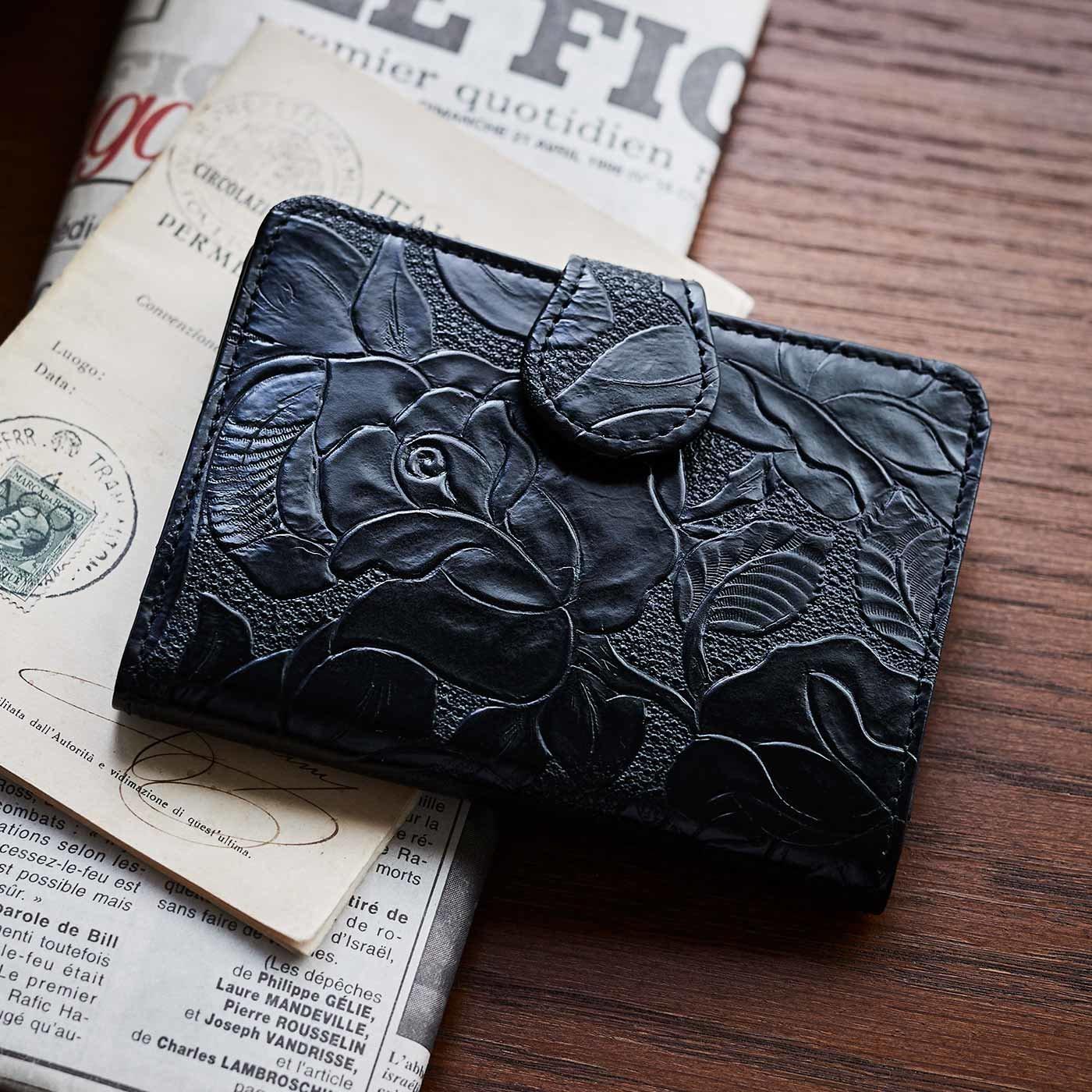 財布&革職人が叶えた 薔薇の刻印 折り財布〈ブラックローズ〉[本革 財布:日本製]