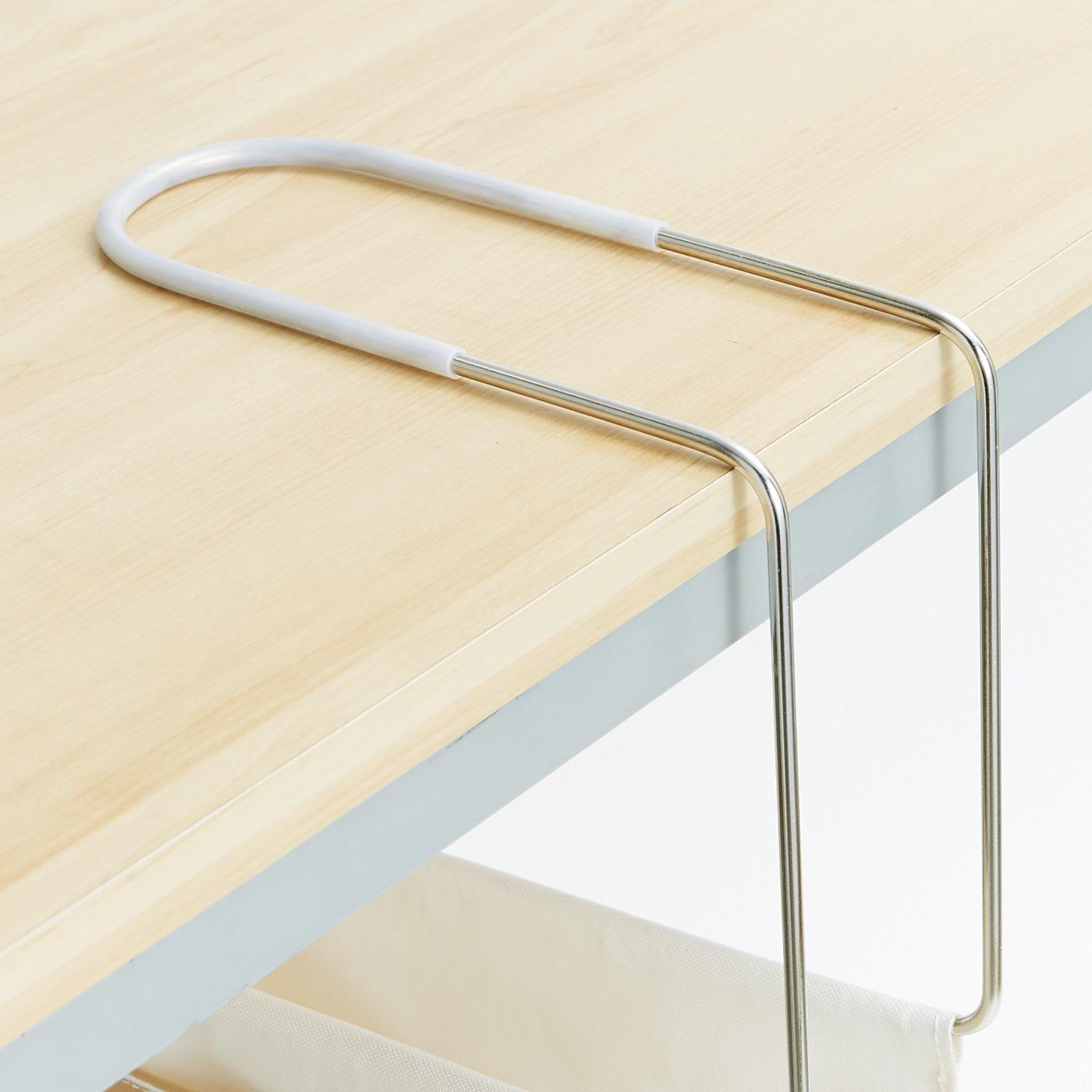 滑り止めのシリコーン付きで、テーブルを傷付けにくい。