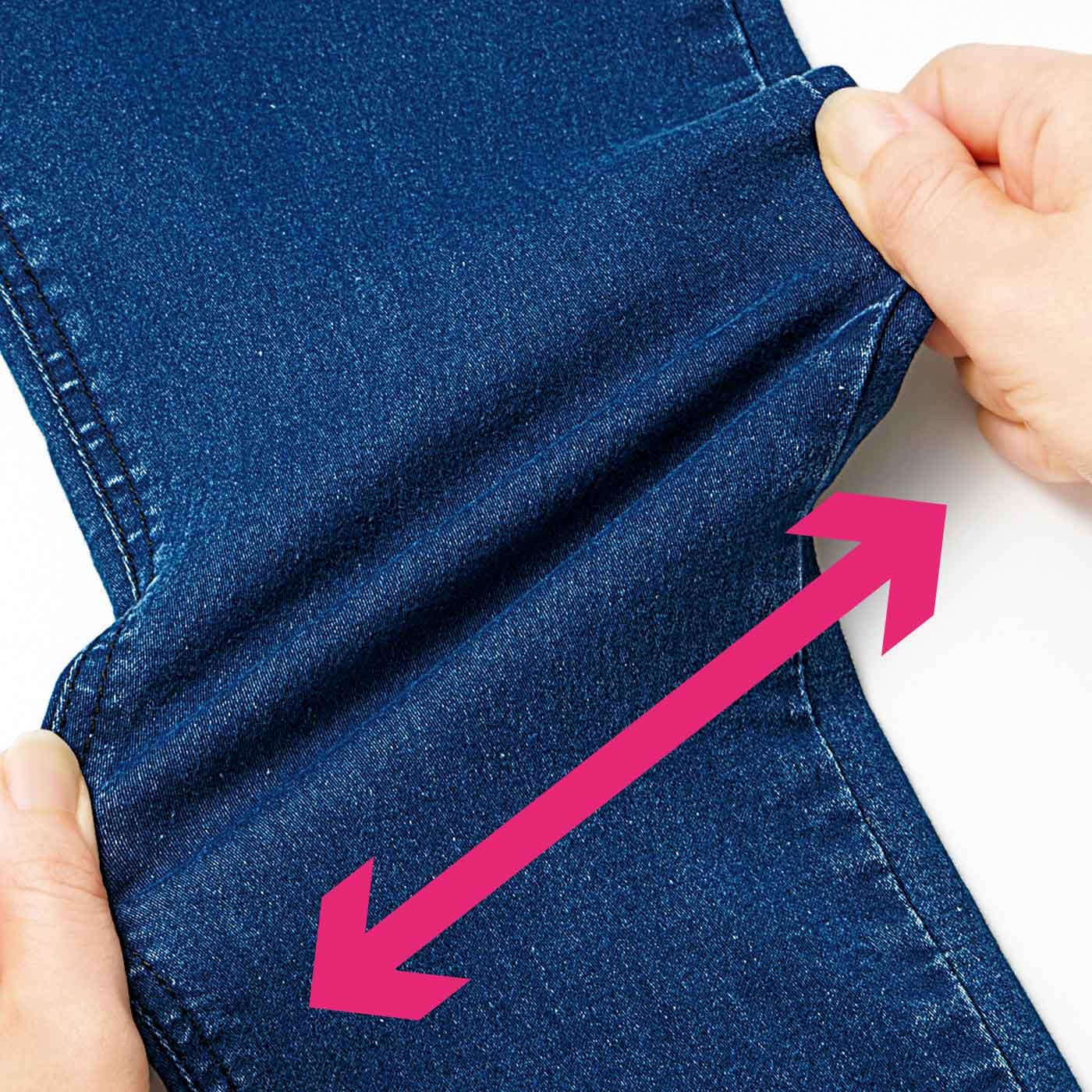 ひざの曲げ伸ばしもらくらくな、ストレッチ素材。