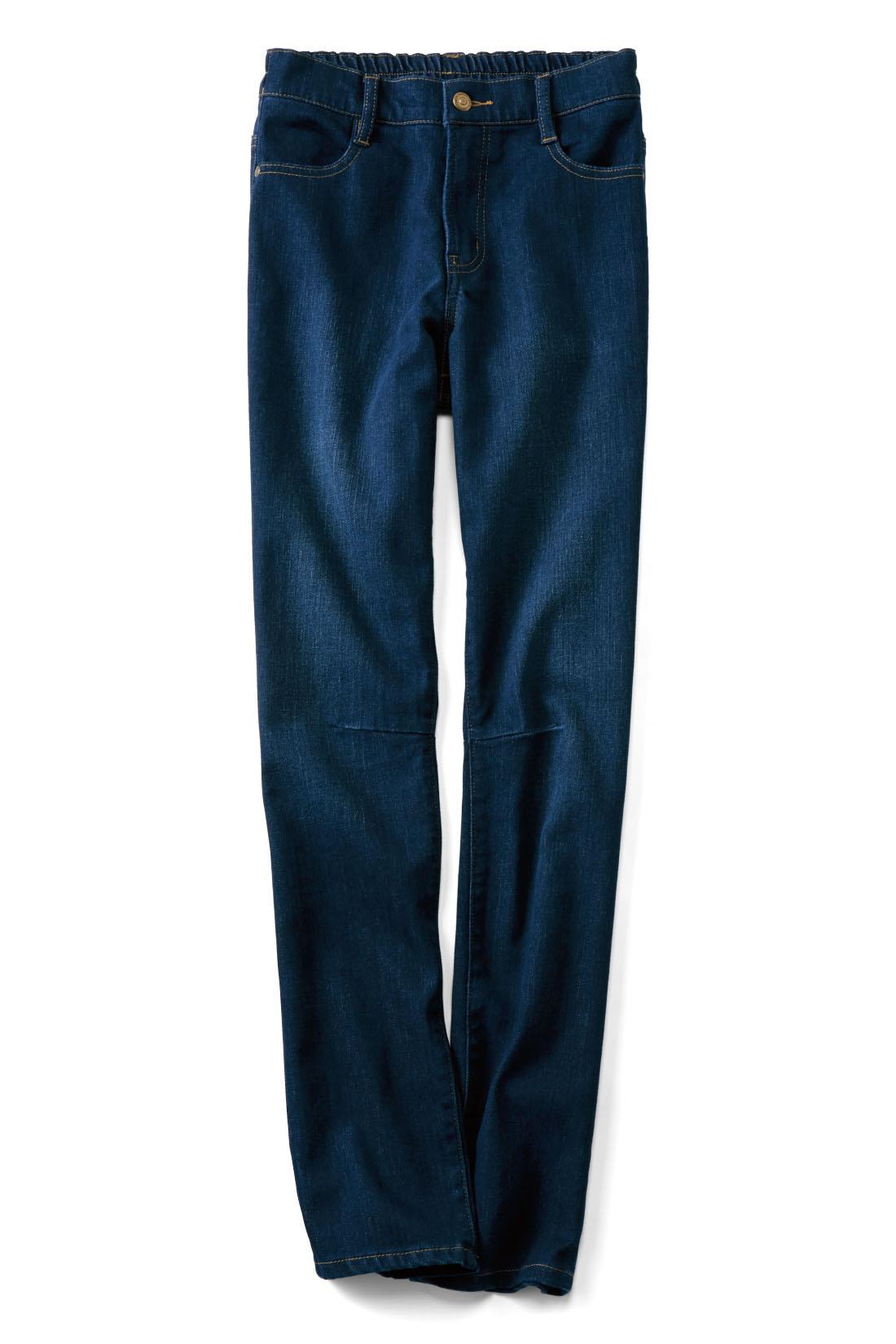 きれいめにはける【インディゴ】 ひざのダーツの立体感で、すっきり見え度をアップ。動きやすさも抜群。