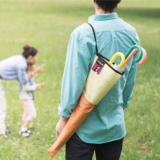 子どもの傘はまとめて持つ、というママたちの声で3本入れられる仕様に。