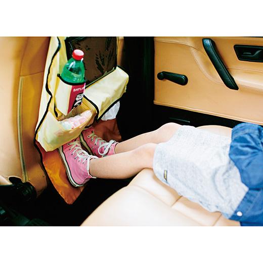 どろんこ靴キックからシートを守ります。汚れてもサッとふき取れる素材で安心。