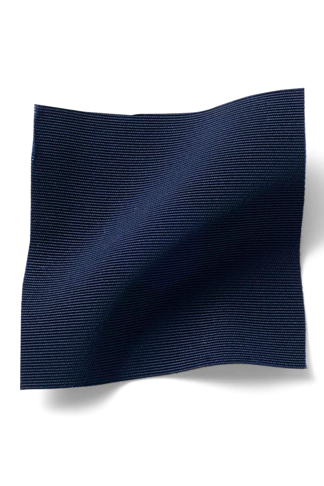 大人カジュアルなシャカッと素材がシンプルスタイルにこなれ感をプラス!
