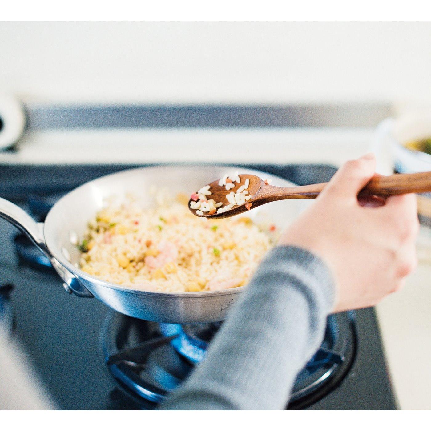 長めの柄だから調理がしやすい。