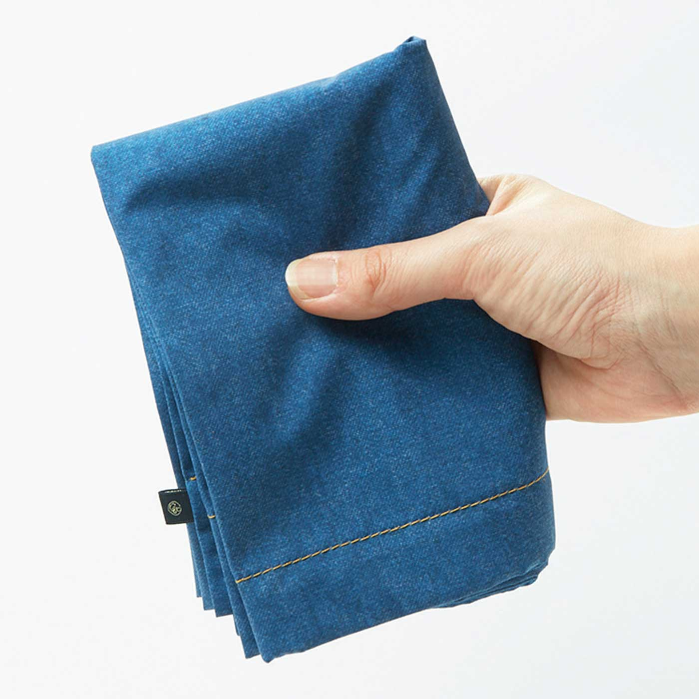 小さくたたんで、いつもバッグに。かさばらないので便利。