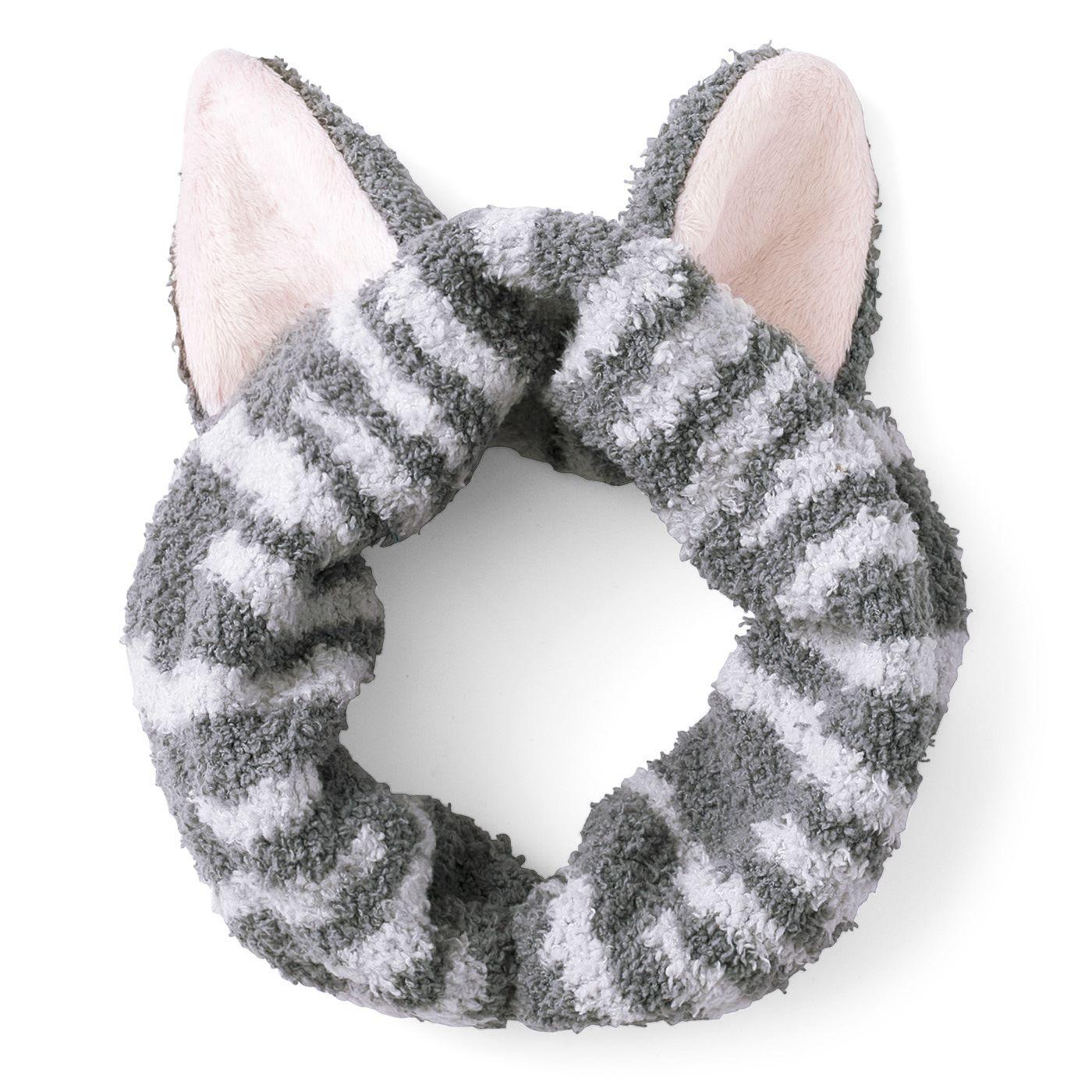 ピンッとリアルな猫耳は手作業のなせるワザ!