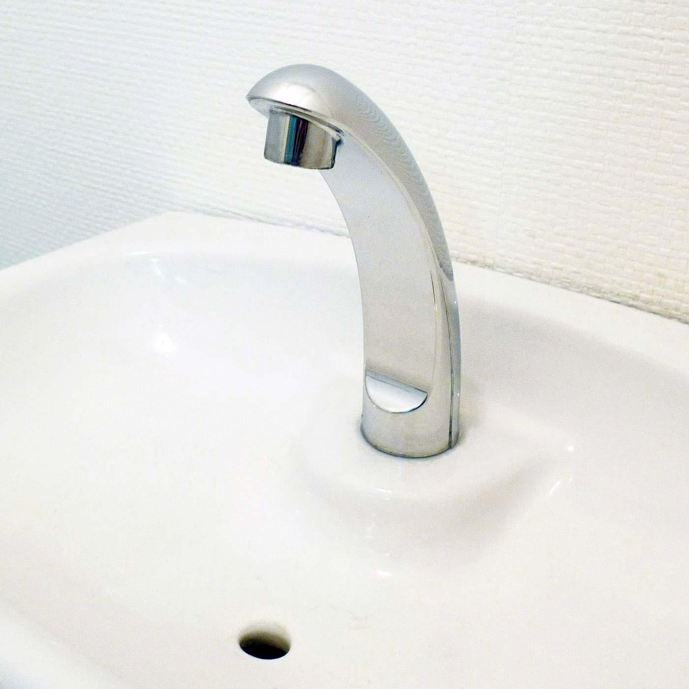 トイレタンクの蛇口に付いた緑色のさびもきれいに! ※使用状況により効果は異なります。
