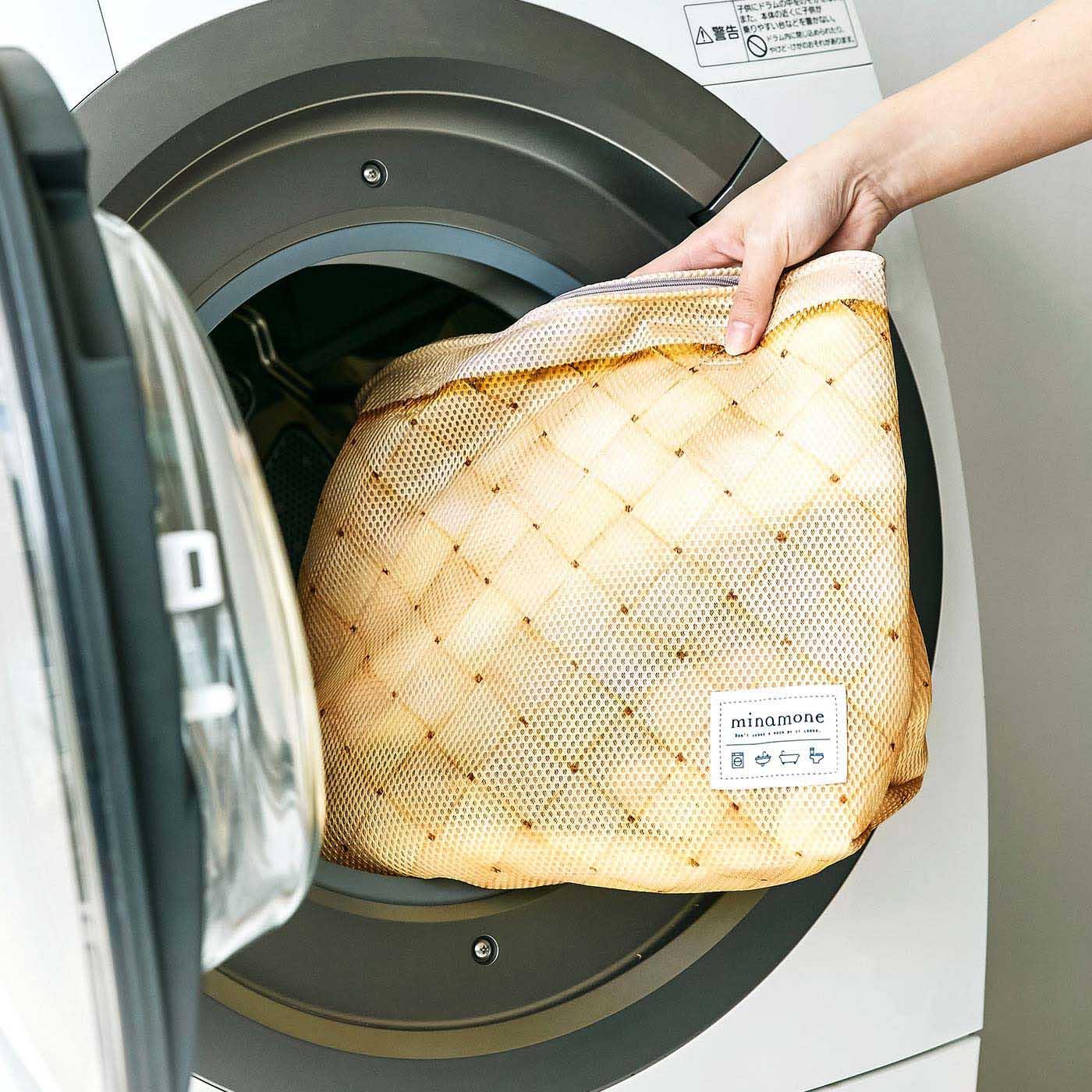 洗濯時は持ち手を内側に入れます。