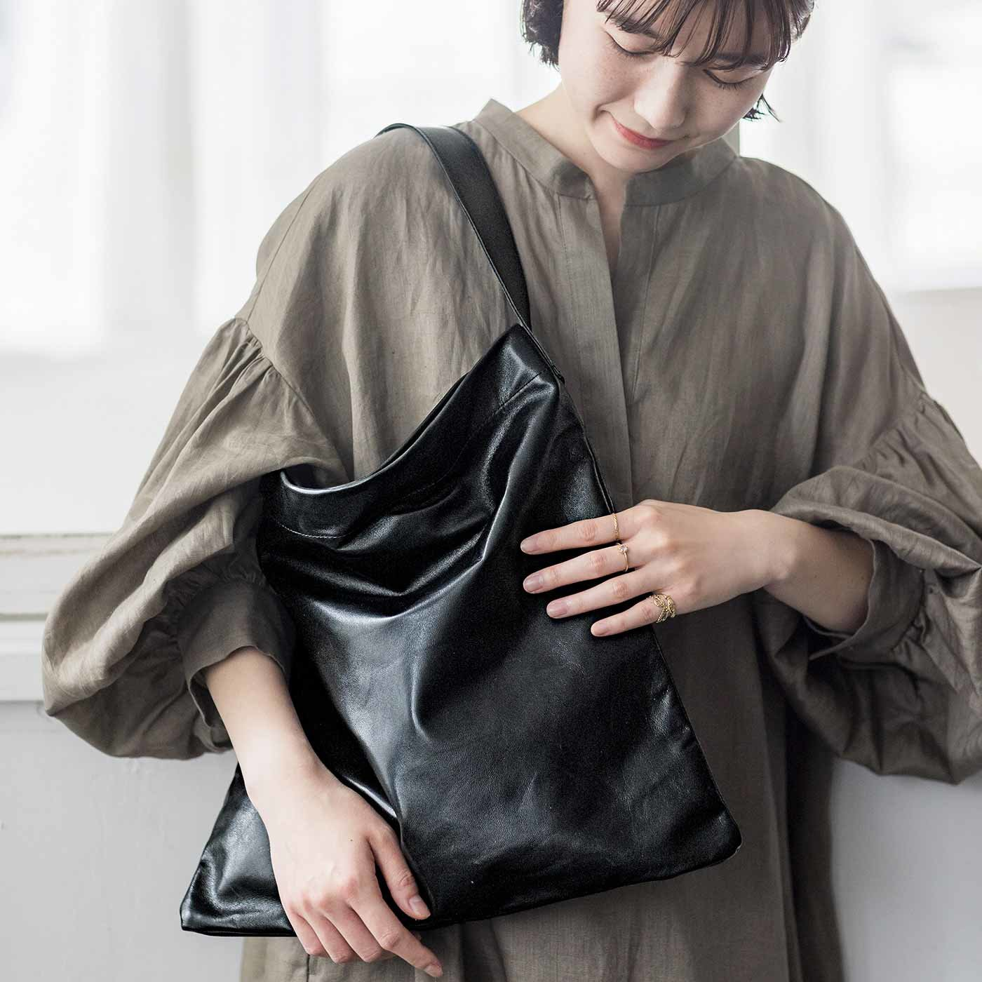 ファッションスタイリストと作った 職人本革のフィットトート 〈ノアール〉[本革 鞄:日本製]